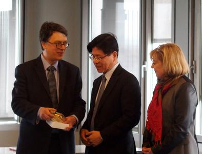François-Xavier Brunet, Ming-Zhong Zhang et Jeanine Dubié